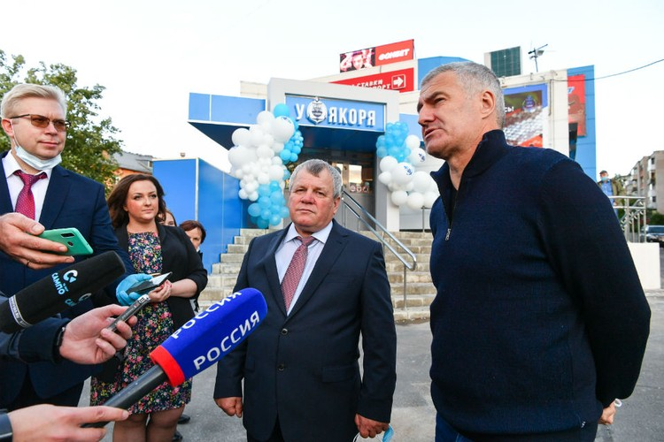 Почетным гостем церемонии стал глава Республики Артур Парфенчиков. Фото: Сергей Юдин