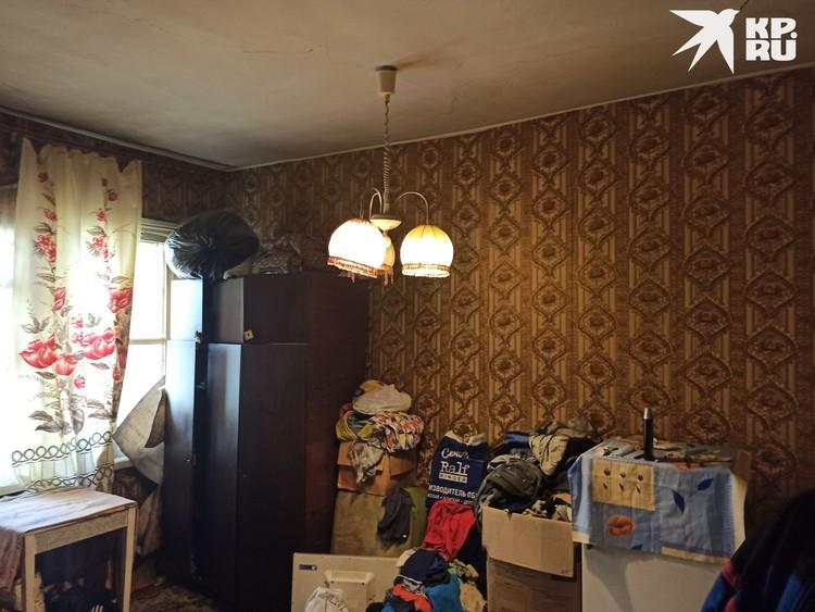 Трехкомнатная квартира пугает — потолок течет, по стенам ползут тараканы.