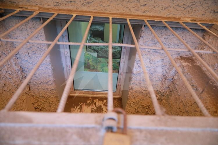 Через окно можно посмотреть обстановку в палатах