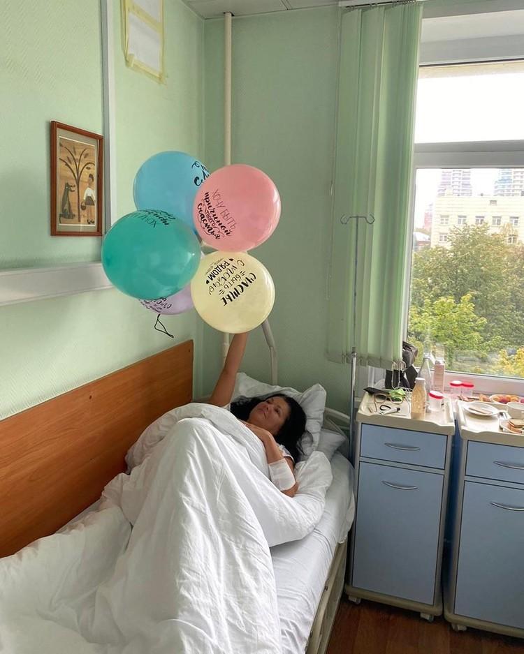 Анна Нетребко в день рождения получила в подарок шарики из соседней палаты.