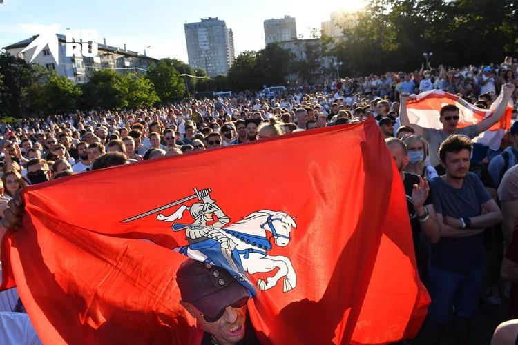 Протестующие надеются: у Белоруссии получится плавно провести реформы и зажить в «равноправной семье европейских народов»