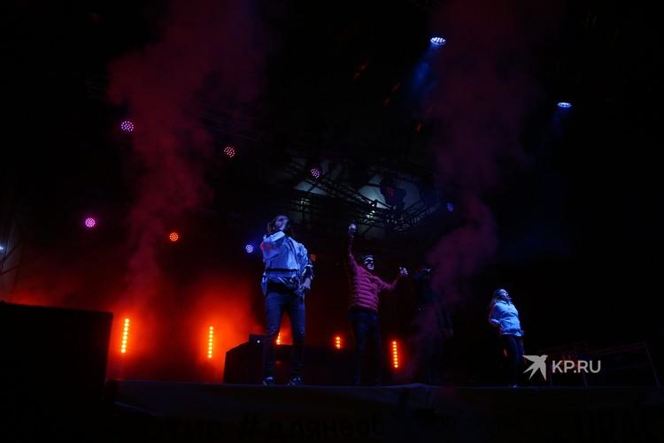 """На хип-хоп сцене в парке Маяковского зажигала группа """"Хлеб"""""""