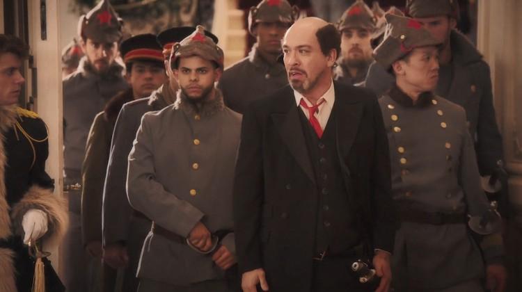Владимира Ленина сыграл 49-летний актер Джо Кой. Фото: кадр из фильма
