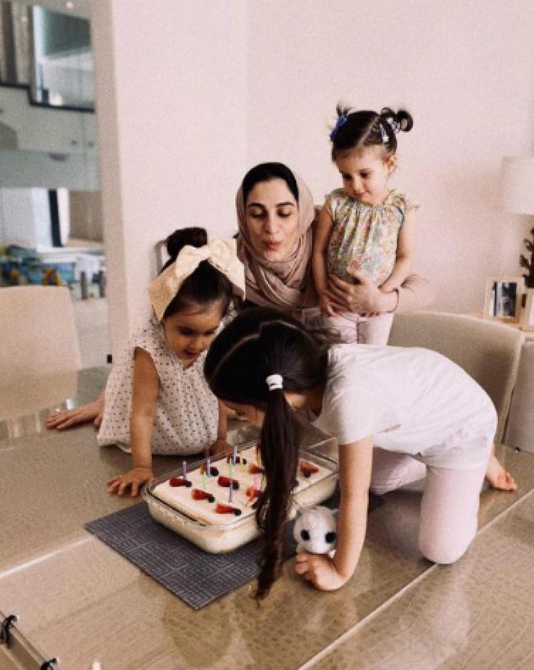Зейнаб обращалась за помощью в посольство Азербайджана в ОАЭ. Но там сказали, что ничем не смогут ей помочь. Фото: zeyn7/Instagram