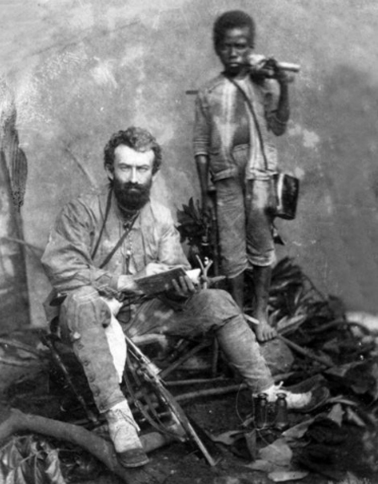 А на черно-белом - его знаменитый предок во время одной из своих экспедиций. Фото: Из архива Фонда им. Миклухо-Маклая.