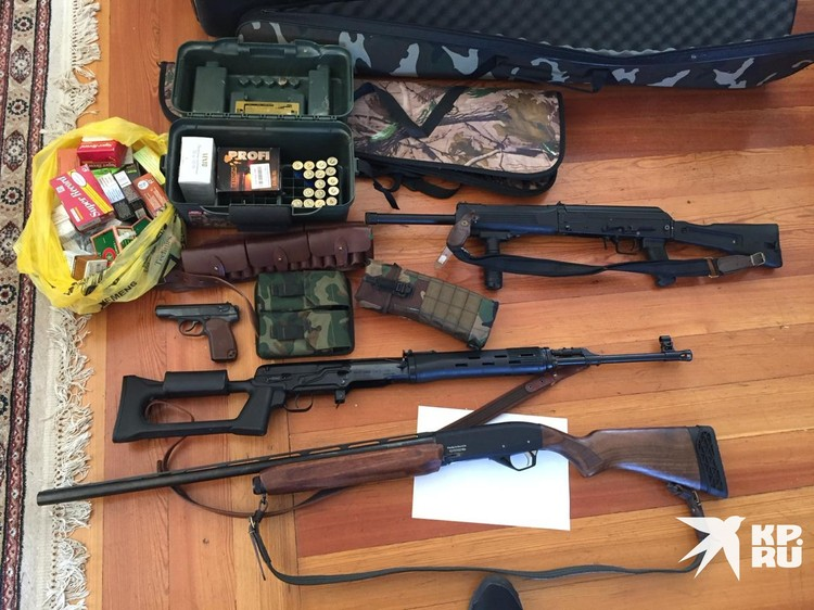 Оружие нашли при обыске в секте.