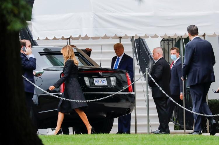 Президент США Дональд Трамп вместе с супругой Меланией прибыл в здание Верховного суда для участия в церемонии прощания с покойной судьей Рут Бейдер-Гинзбург.