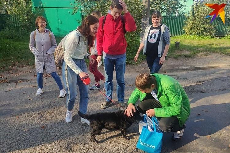 Из ИВС на Окрестина Егора Мартиновича встречала его собака Альма.