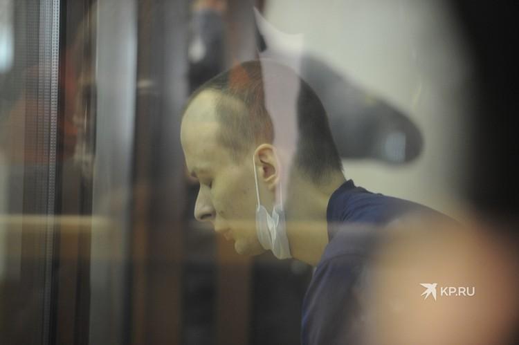 Александров слушает судебный приговор