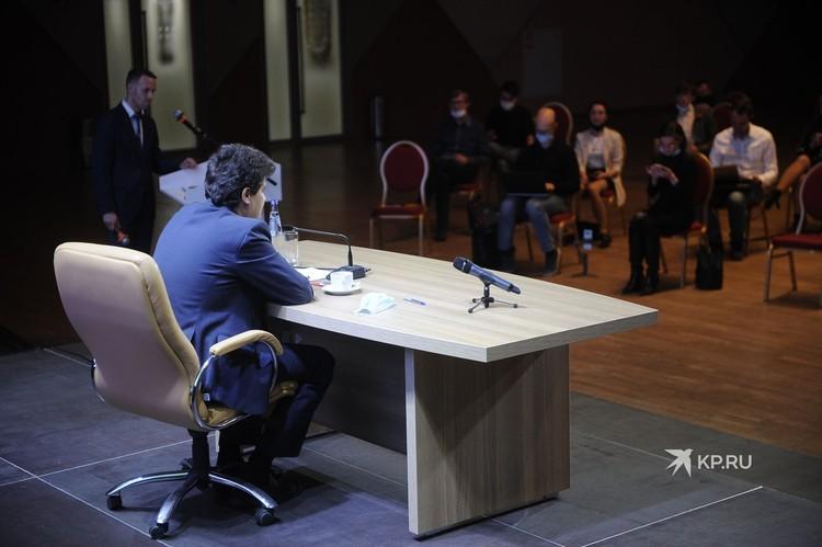 Глава Екатеринбурга общался с прессой почти полтора часа.