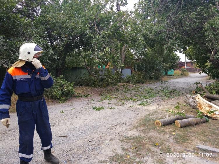На месте работают аварийный службы. Фото: мэрия Ростова-на-Дону