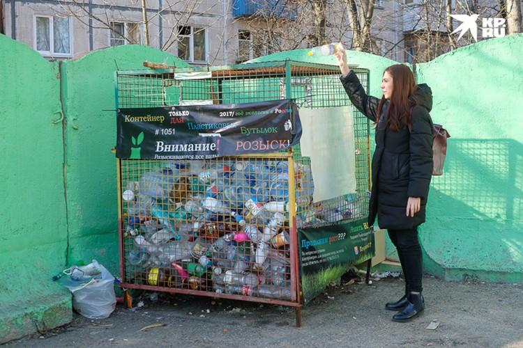 В некоторых дворах уже сейчас стоят контейнеры по сбору пластика.