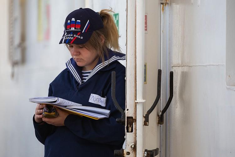 Среди курсантов есть и девушки. Фото - Виктор Гуменюк