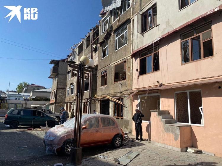 Люди гибнут, как в Карабахе, так и в Азербайджане. В том числе – мирные жители.