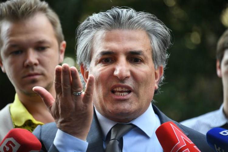 Эльман Пашаев в суде очень эмоционально защищал актера. Правда, это не помогло.