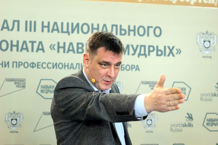 Министр образования Новосибирской области Сергей Федорчук отметил, что новый формат соревнований добавил впечатлений. Фото предоставлено пресс-службой Ворлдскиллс Россия.