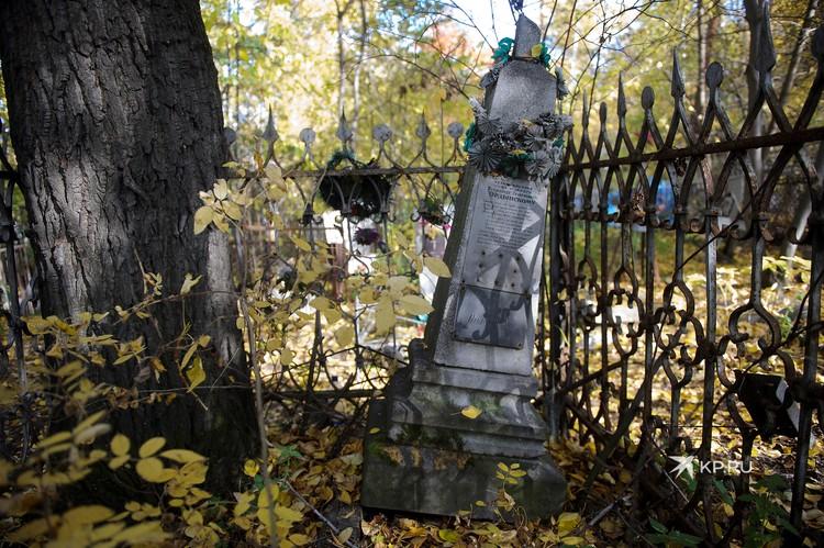 Надгробие на могиле одного из первых актеров российского кинематографа Всеволода Ордынского.