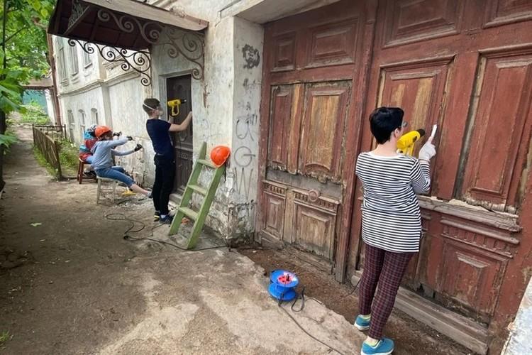 В этом году кимряки впервые взялись за частично каменный особнячок. Фото: сообщество Том Сойер Фест Кимры в Вкотакте/vk.com/tsfkimry