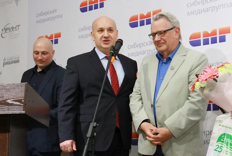 Сергей Марков справа