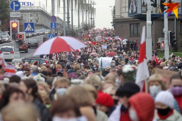 В Минске собралось несколько тысяч пенсионеров,