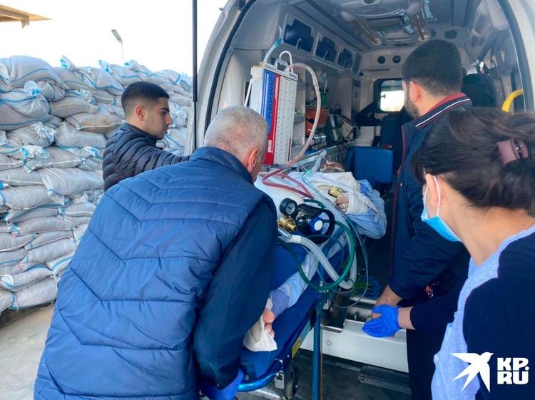 Юрия Котенка сразу отправили в Степанакерт. После нескольких операций под утро его отправили вертолетом – в ереванский медцентр Эребуни.