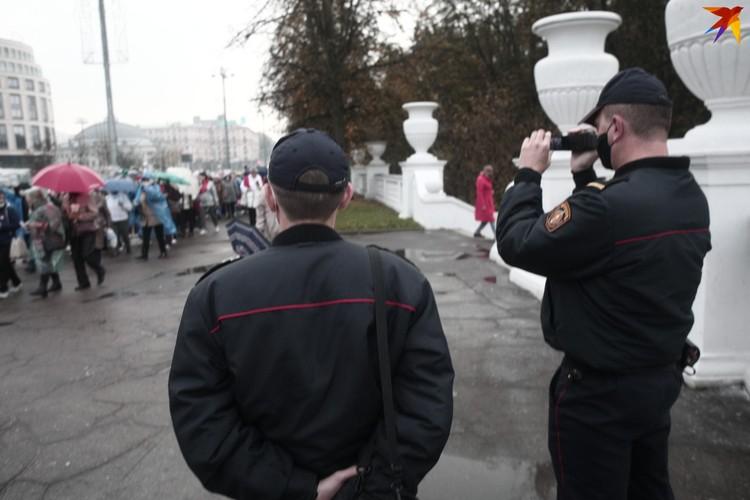 За шествием наблюдала милиция, но инцидентов не возникало.