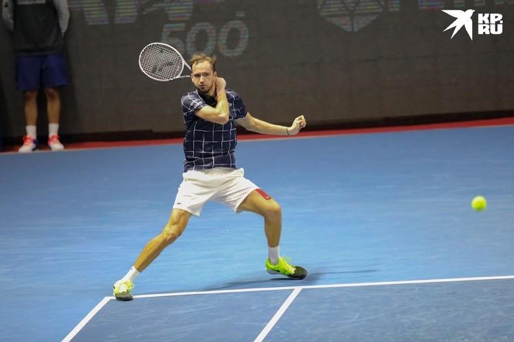 Медведев победил со счетом 3:6, 6:3, 6:0.