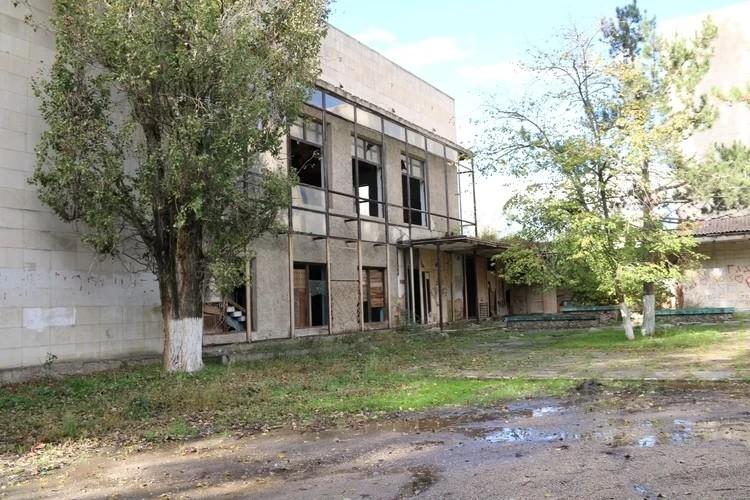 В этом заброшенном здании на окраине Керчи, по словам Саши, Росляков хранил ружье
