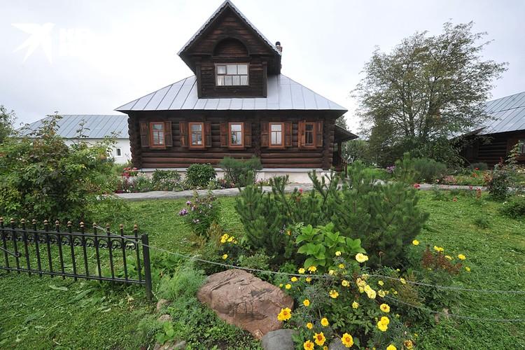 Зачем городить огород с деревянными многоэтажками, куда проще для начала одноэтажное деревянное строительство наладить