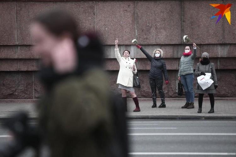 Женщины гуляли по проспекту, силовиков заметно не было