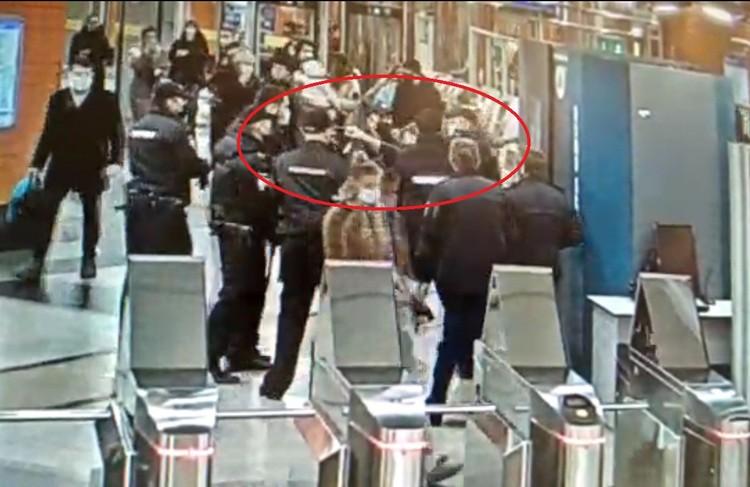 Потасовка в метро попала на видео
