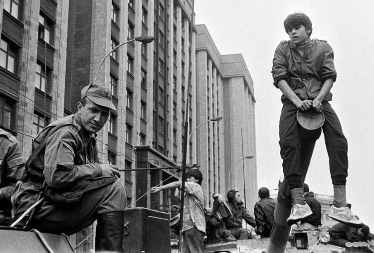 Путч августа 1991 года, бронетехника в центре Москвы.