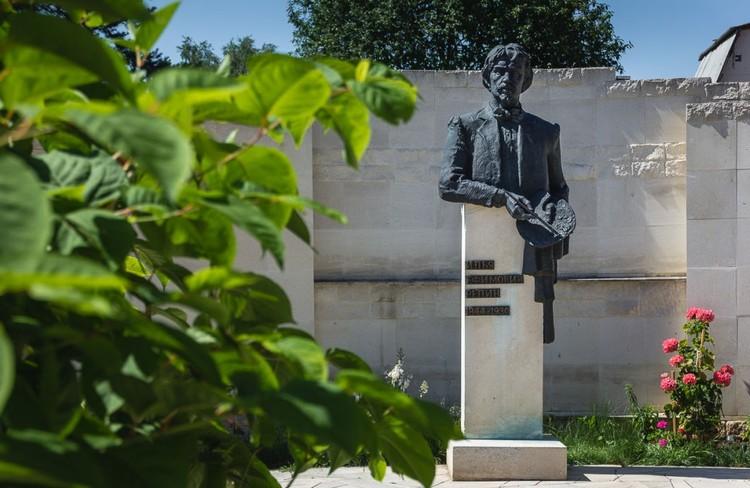 Памятник Репину. Фото: Алексей Авдейчев