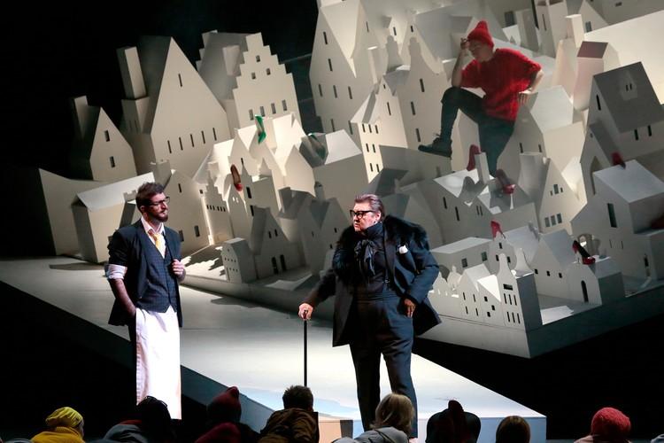 Певцы замечательные, но современная интерпретация и костюмы - ужасны, решили зрители. Фото: bolshoi.ru
