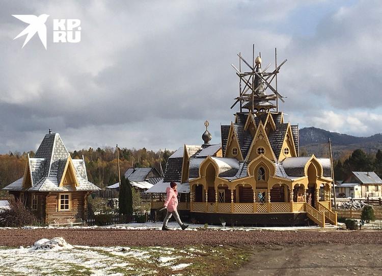 Строящийся храм.