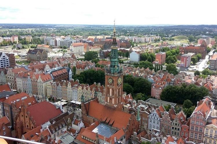 Януш Леон Вишневский выбрал для жизни Гданьск, один из красивейших городов, где по сей день жив дух свободы.