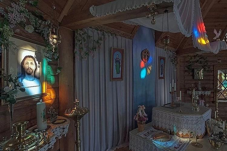 В храме Фото: Валерий БЕКЕШИН
