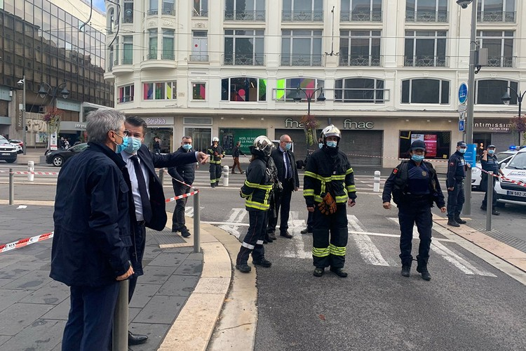 Мэр города Кристиан Эстрози подтвердил, что силы правопорядка уже задержали подозреваемого.