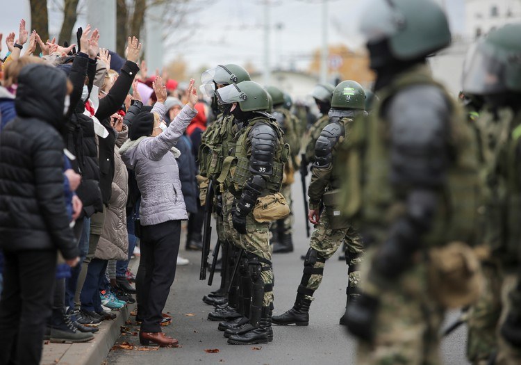 1 ноября протестующие снова вышли на улицы Минска и других городов Республики на анонсированную оппозицией акцию протеста.