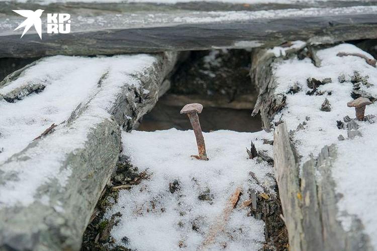 Остатки прошлого в бухте Амбарчик. Фото Максима Рязанцева