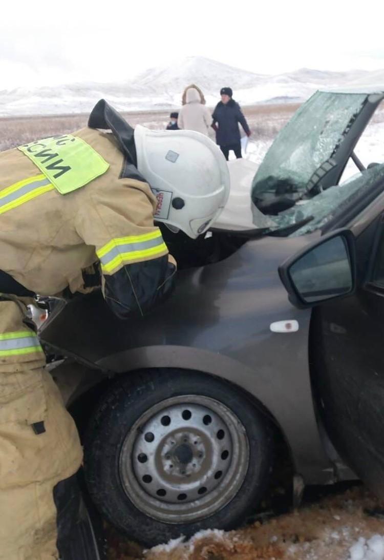 Потребовалась помощь спасателей для деблокировки пострадавших Фото: МВД Тувы