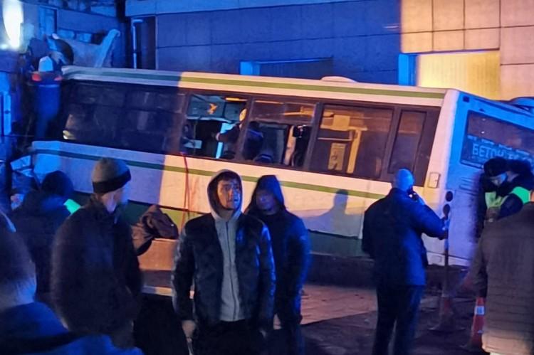 Авария произошла на площади Строителей – одном из наиболее оживленных мест города.