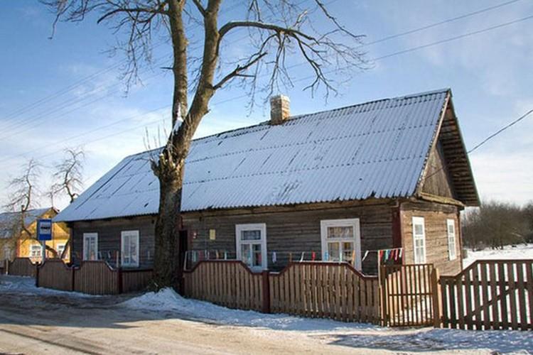 В родном доме Чеслава Немена сейчас музей. Фото: Надежда Белохвостик.