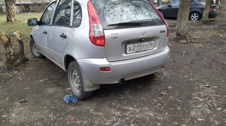 На этой машине компания приехала к дому Дмитрия.