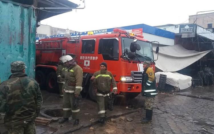 Пожарные боролись с пламенем до утра.