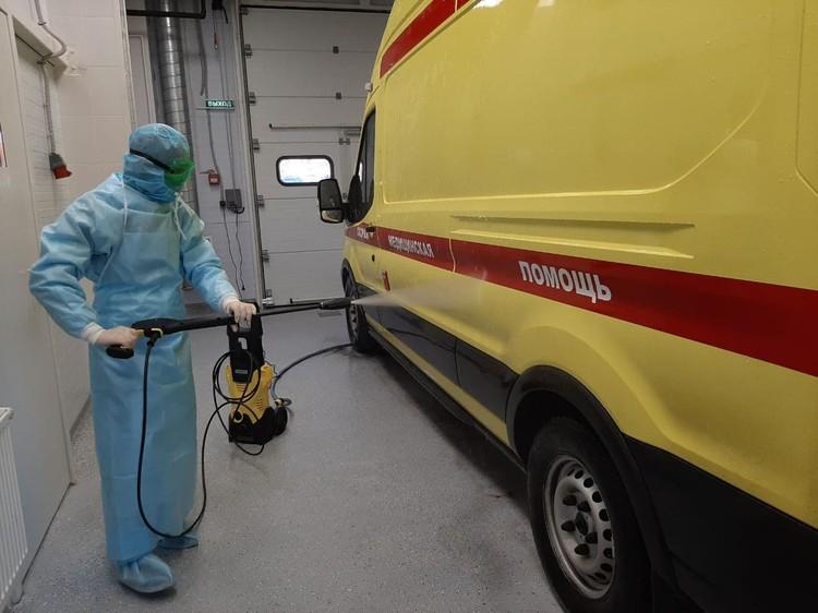 В больнице есть бокс для обработки машин скорой помощи