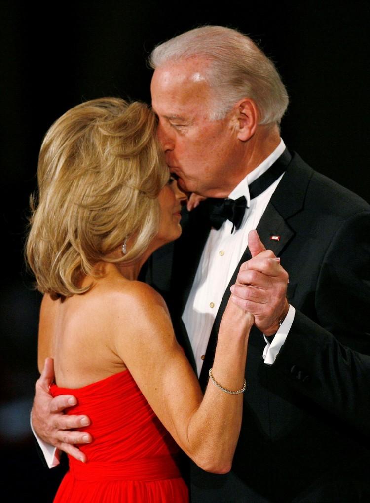 Джилл и Джо встретились на свидании вслепую и полюбили друг друга.