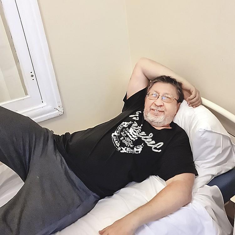 Журналист «КП» Сергей Пономерев записался в группу добровольцев старшего возраста, на которых испытывают первую в мире зарегистрированную вакцину от коронавируса.
