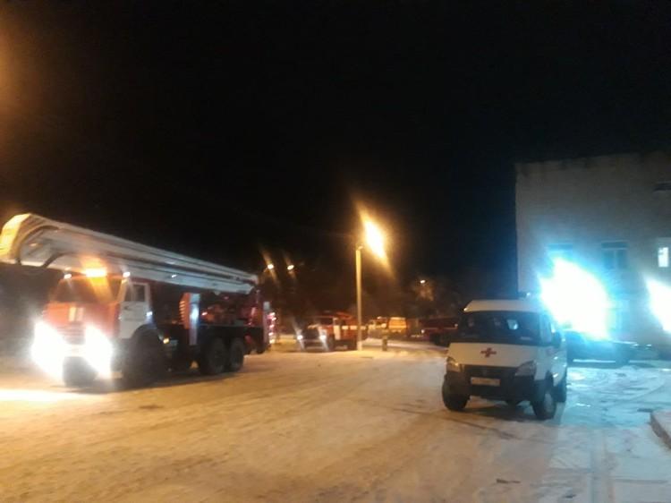 На место выехало несколько пожарных расчетов. Фото: пресс-служба ГУ МЧС по Свердловской области