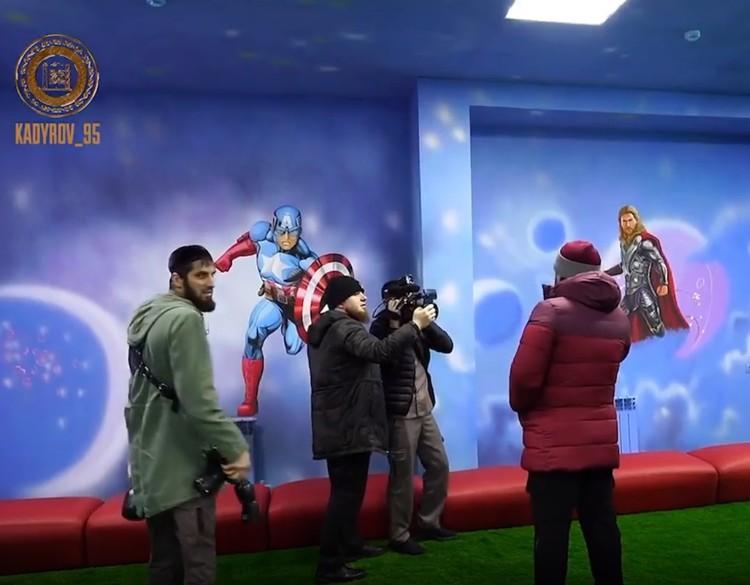 Стены центра во время визита Рамзана Кадырова. Фото: кадр видео